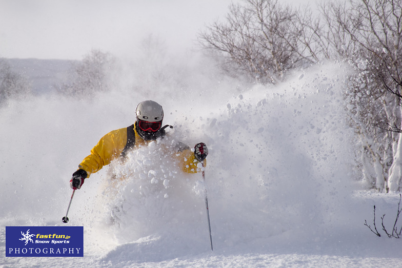 Getting deep with our local pro Atsushi, Niseko Hanazono Resort