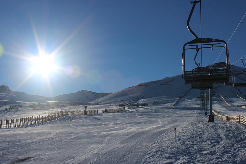 Morning skiing, El Colorado
