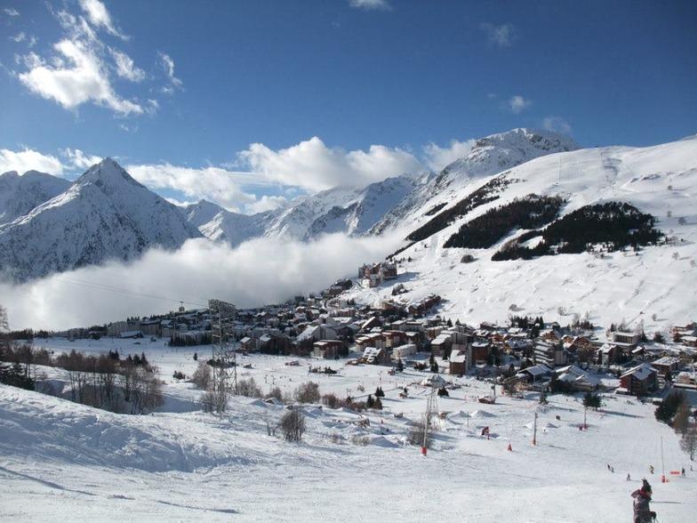 Les Deux Alpes above the clouds