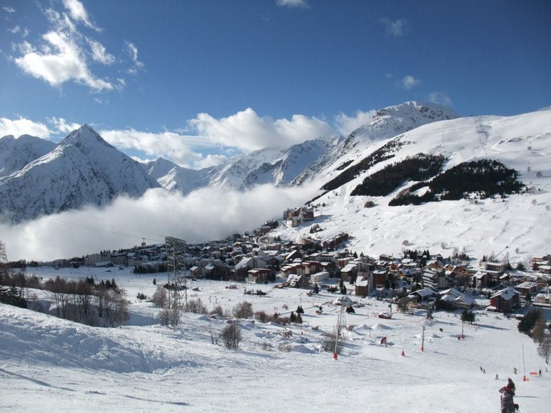 Les Deux Alpes above the clouds