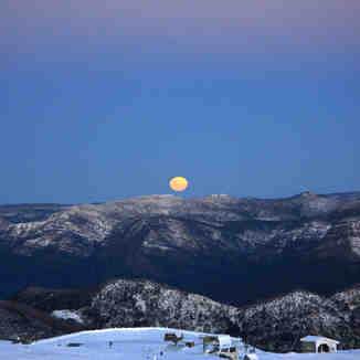 full moon rising, Mount Buller