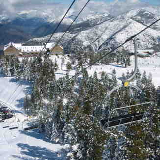 Roni's chairlift and Port Ainé 2000 *** Hotel, Port-Ainé
