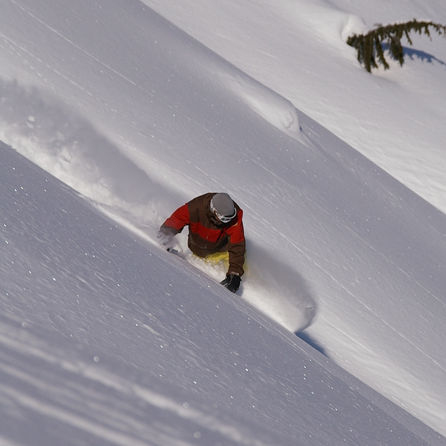 Snowboarding, Northern Escape Heli Skiing