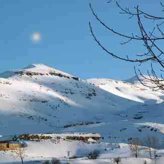 snow and moon dating, Mzaar Ski Resort