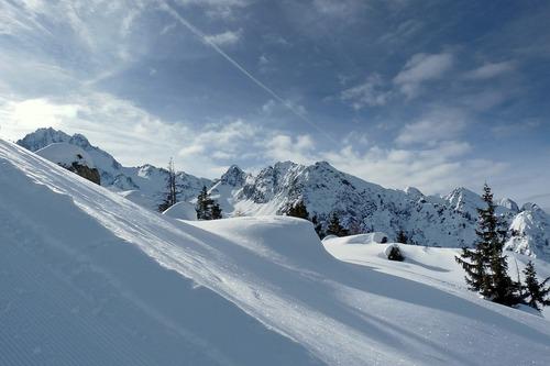 Ponte di Legno Ski Resort by: Hans Kloss