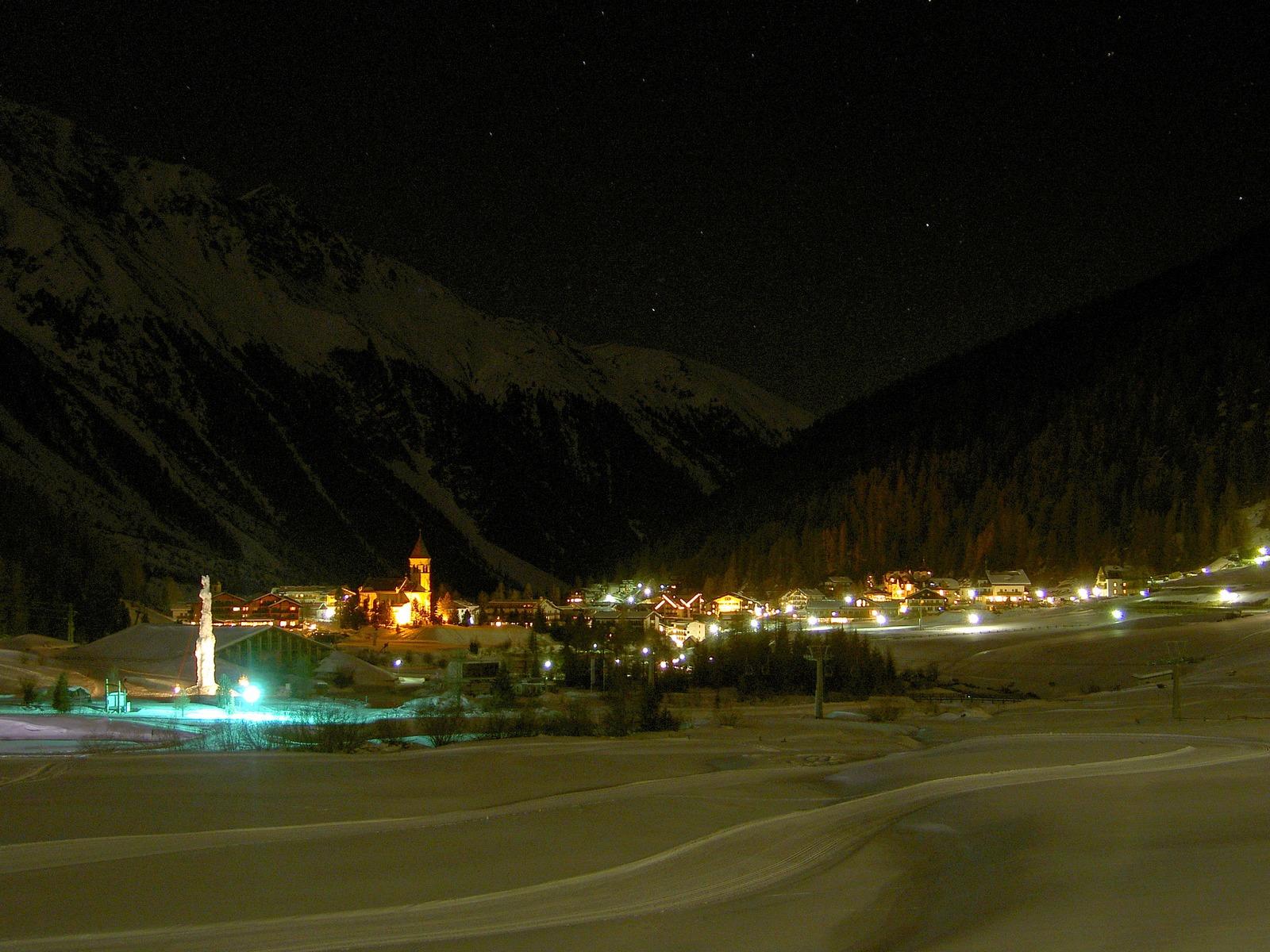 Sulden / Solda by winter night