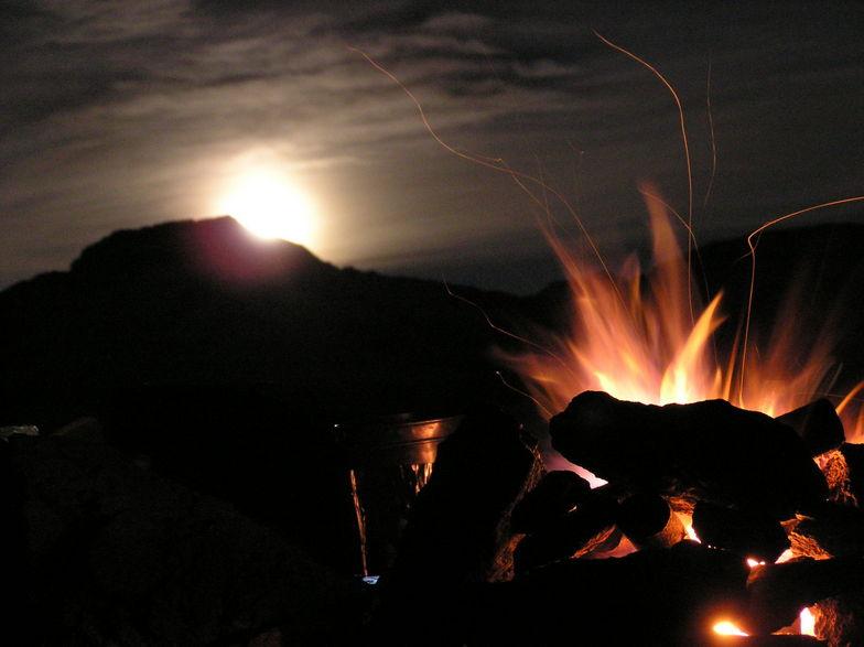 Burning the moon down 3,500 mts, La Parva