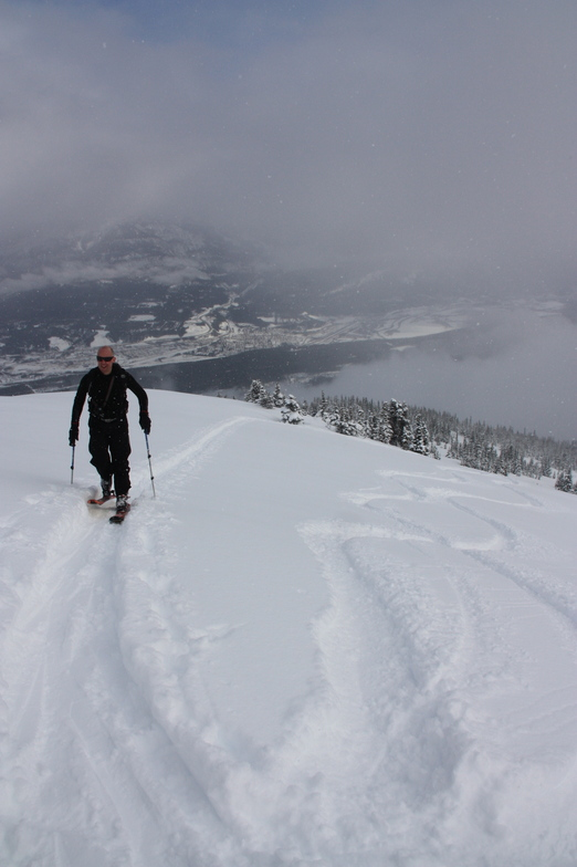 Slackcountry ski touring at Kicking Horse