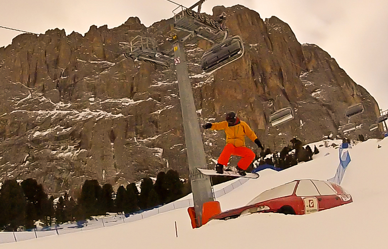 Jump over a car, Val Gardena