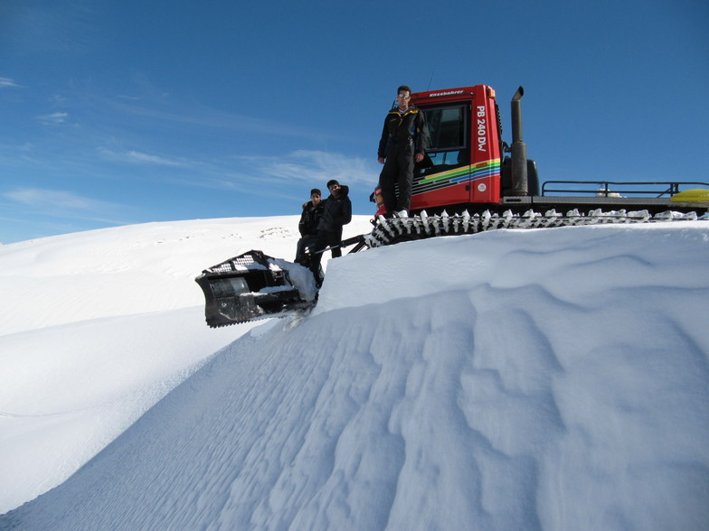 mostafa  hasani,behnam jamshidnezhad, Pooladkaf Ski Resort