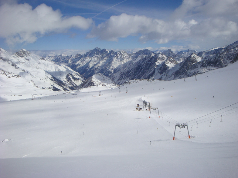 Run 21, halfway down, Stubai Glacier