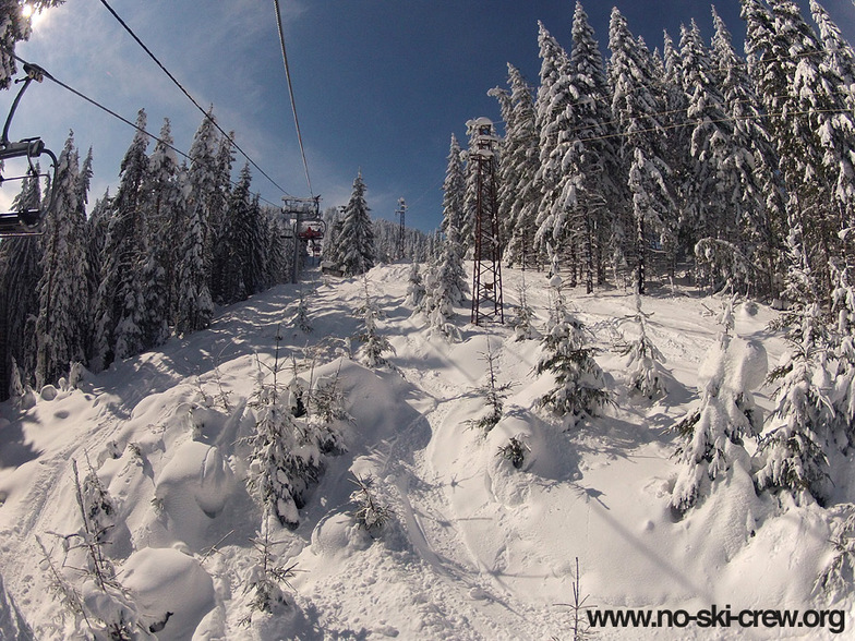 Chepelare - Mechi Chal - Under the Chairlift