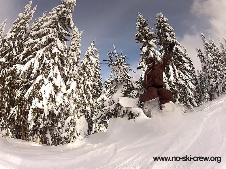 Chepelare - Mechi Chal - Havin fun in the snow