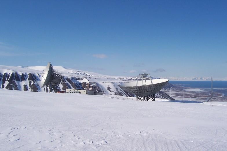 sattelite dish, spitsbergen 80 degrees north