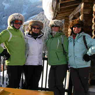 Girls at the Jageralm on the black down Sonnenalm, Zell am See