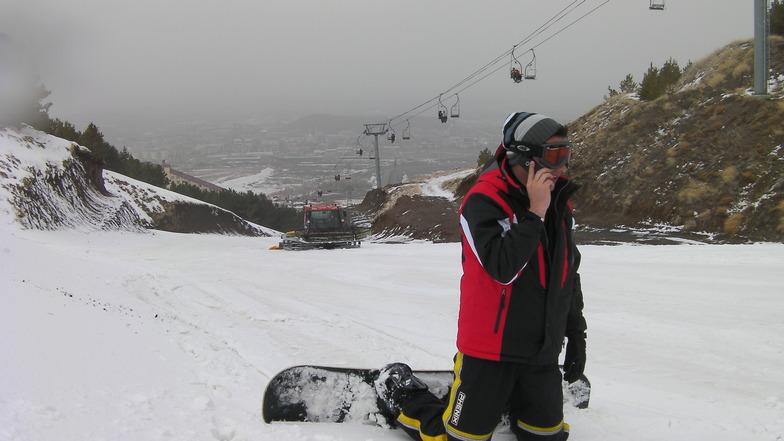 Snowtruck & Snowboarder, Mt Palandöken