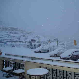 Snow falling in Auli, 6th March 2012