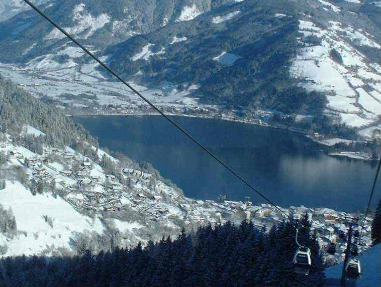 Skiing down to the Lake, Zell am See