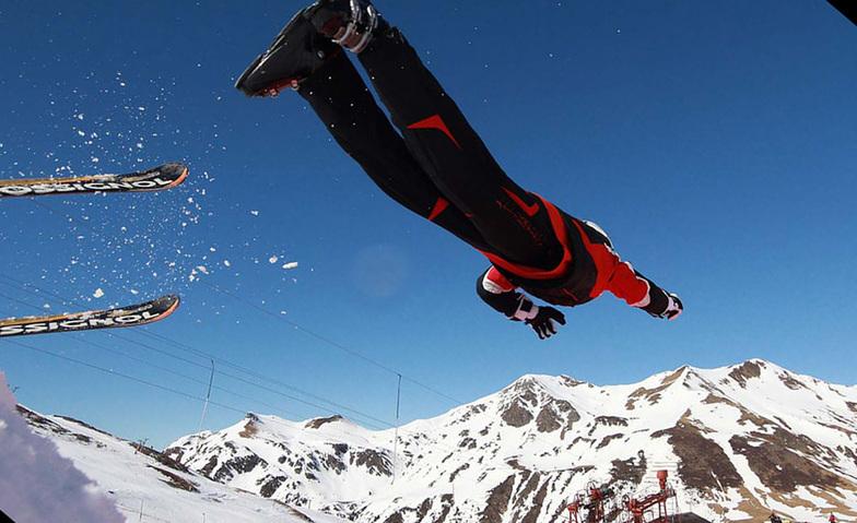 "Superman ski in ""Astún"""
