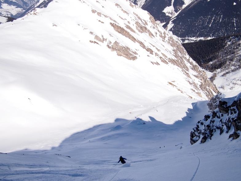 Skiing into the Combe de l'A, Vichères-Liddes