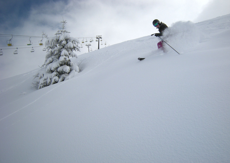 Greg in good late season powder on the Mont Joux, Saint Gervais