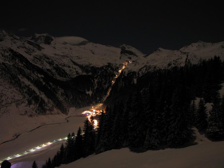 Hintertux at night
