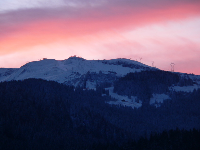 Red sky in the morning, Carroz take warning, Les Carroz