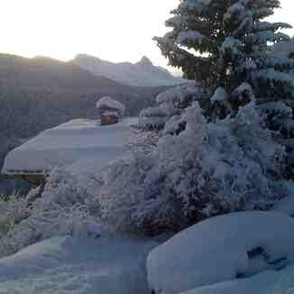 10 Dec'11 Les Allues 1st big dump of overnight snow, Méribel