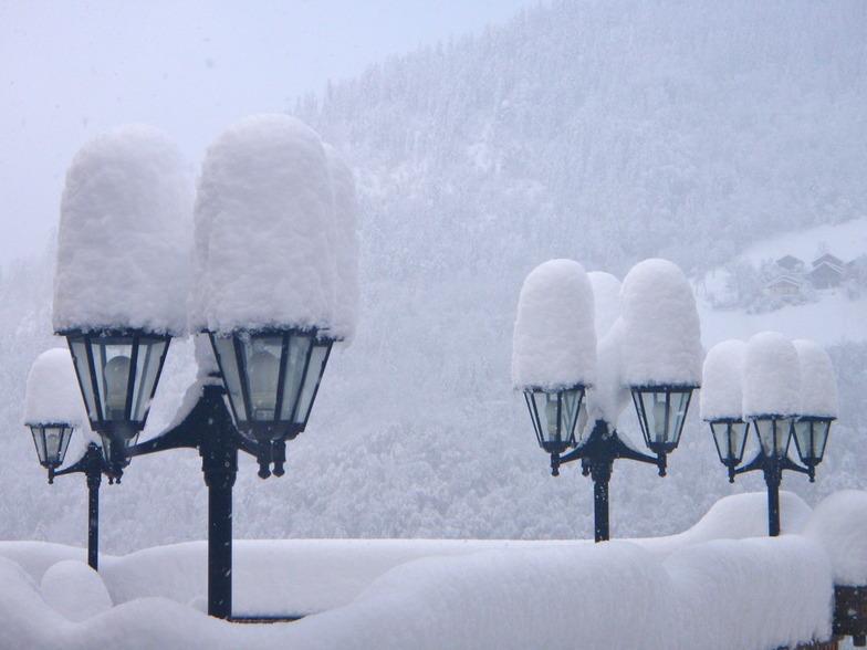 Snow topped lamps, Méribel