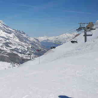 Betwrr Tignes and Val D'Isere