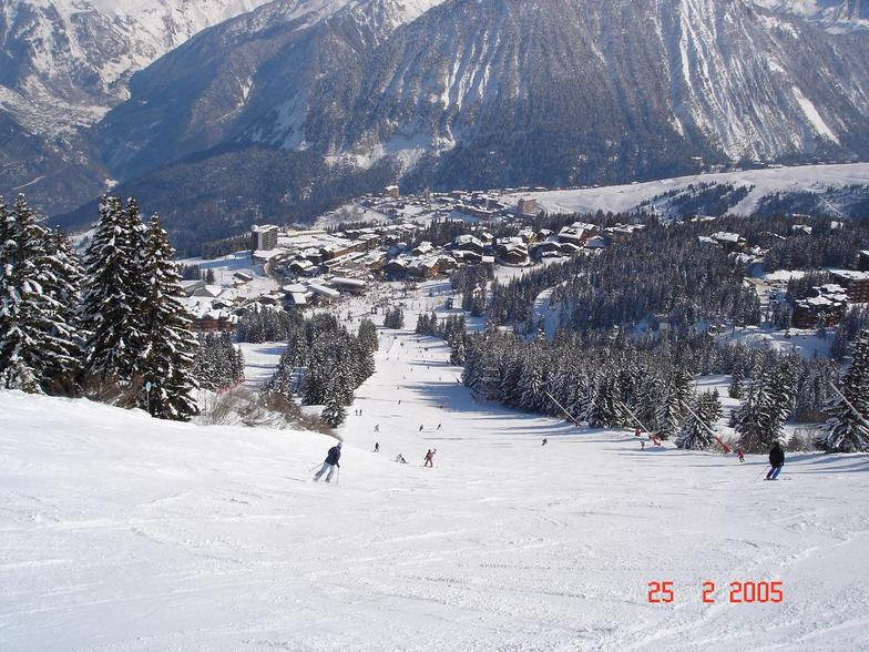 Looking down at Courchevel 1850