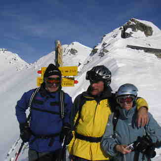 Sepp ,Tony and caroline on the St. Antonia pass, Davos