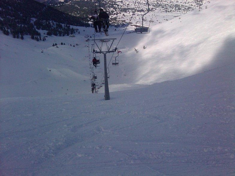 Κατεβαίνοντας τη μαύρη πίστα Ινώ κάτω από τον εναέριο αναβατήρα της Στύγας στο Χιονοδρομικό Κέντρο Καλαβρύτων !!!, Kalavryta Ski Resort