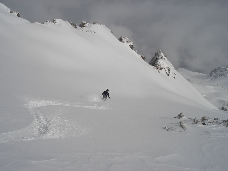 Tony 1st tracks north siide of the Weissfluegipfil  above Davos
