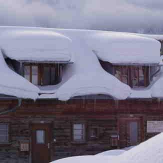 Snow at the roof, Obersaxen - Mundaun - Val Lumnezia
