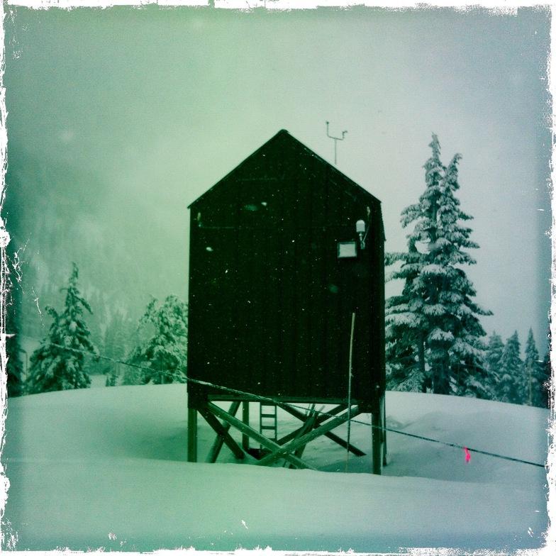The bomb hut, Mount Washington