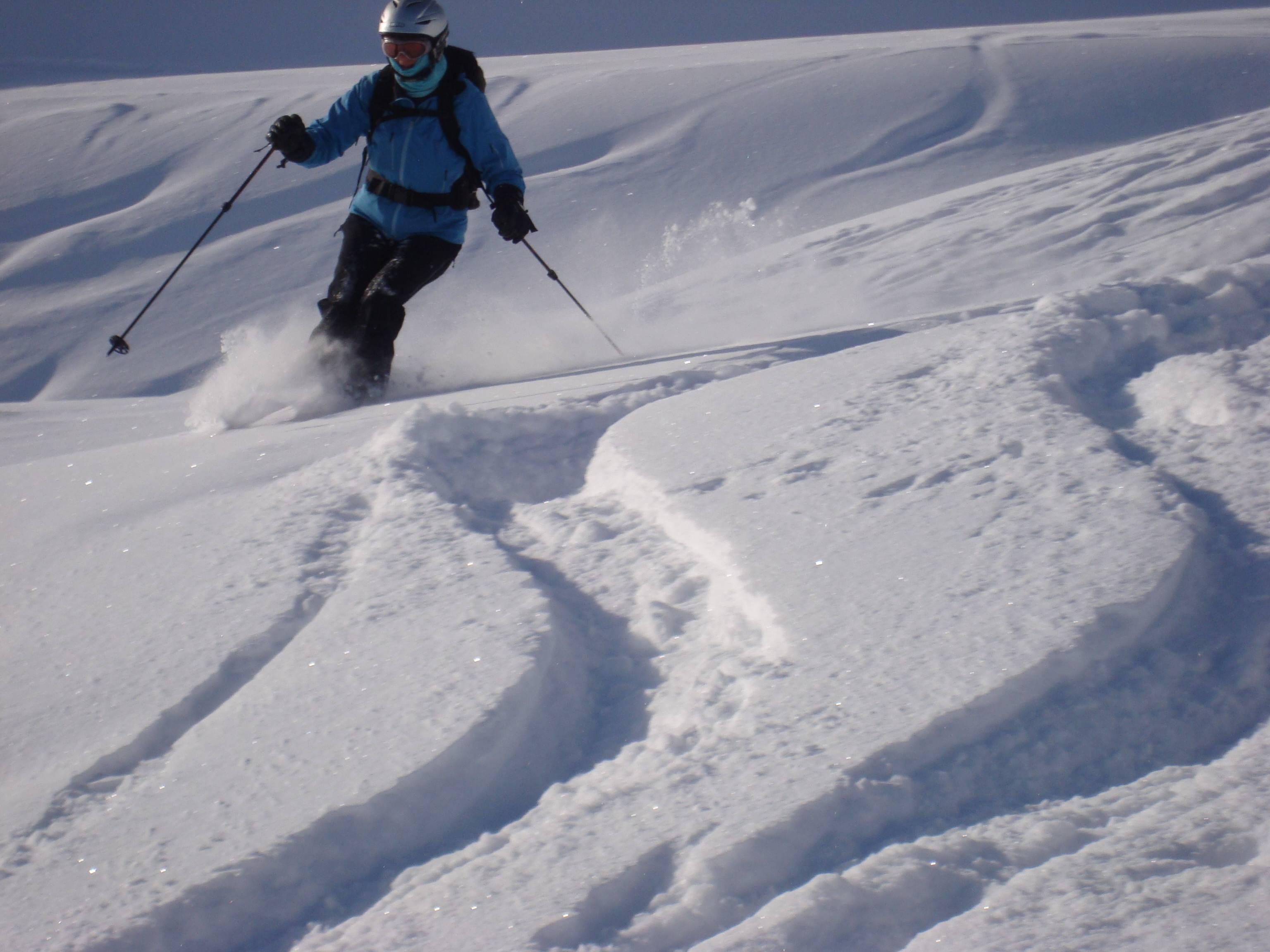 Caroline skiing Davos powder