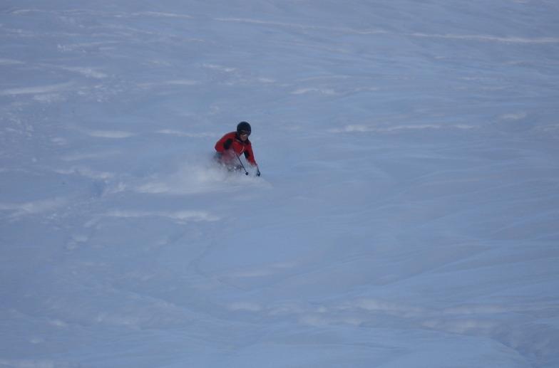 Tom skiing deep, Davos
