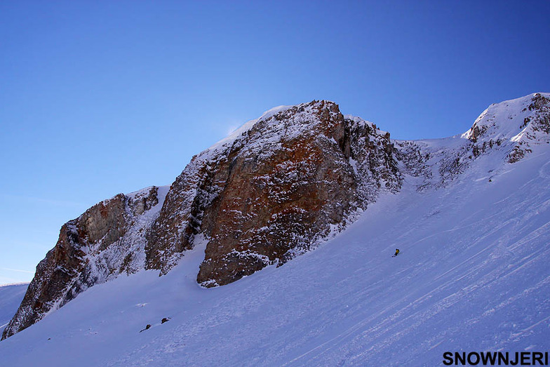 Skiing Dot, Popova Shapka