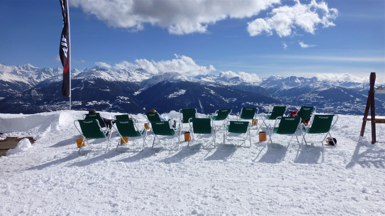 RELAXING IN THE SNOW, Crans Montana