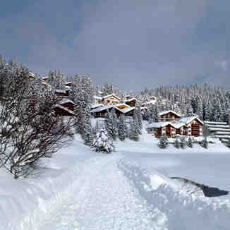 WALKING IN THE SNOW, Arosa