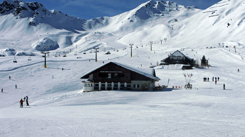 Canazei Ski Resort by: George Jansen