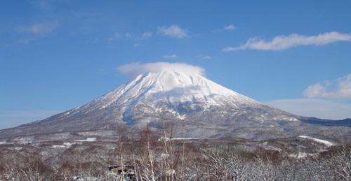 Niseko Village Ski Resort by: powlow