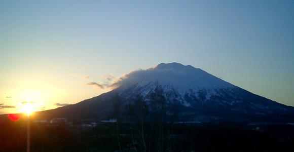 Daybreak over Youtei, Niseko Grand Hirafu