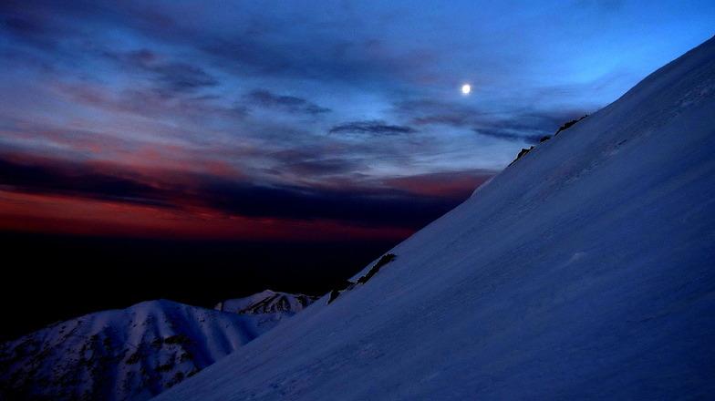 moon on sunrise, Tochal
