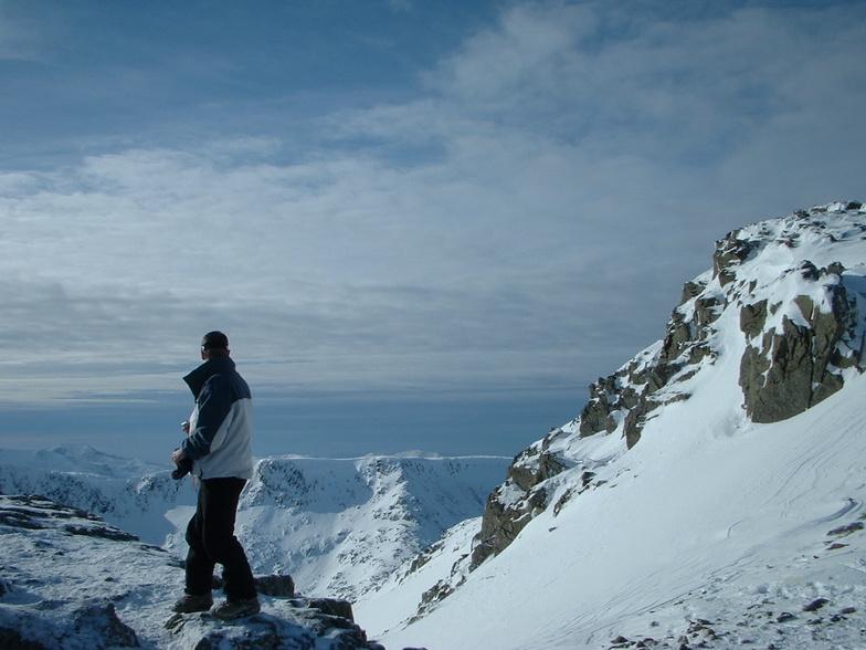 Ian tinkering on the edge ..........woof.Glencoe, Glencoe Mountain Resort