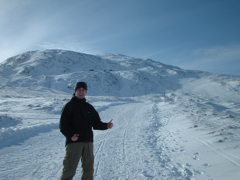 Dazza Boy on the return road from the cliffhanger cafe glencoe, Glencoe Mountain Resort