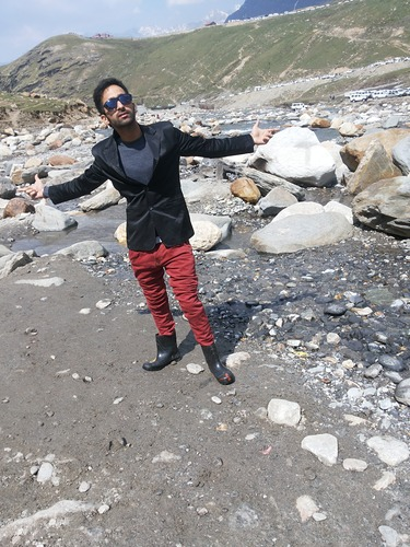 Manali (Himachal Heli-Ski) Ski Resort by: lavi ghai
