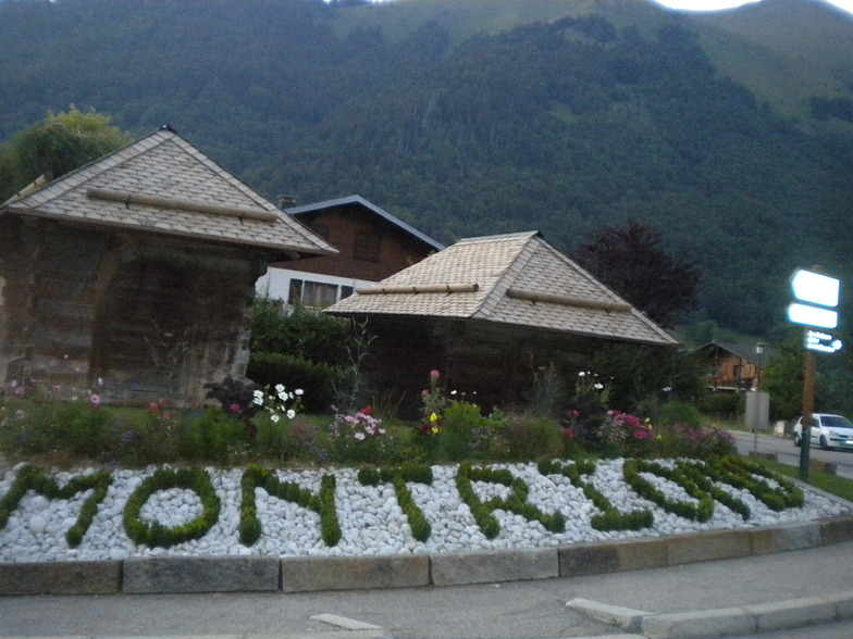 Charming village centre, Montriond