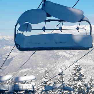 Snow laden chairlift, Méribel